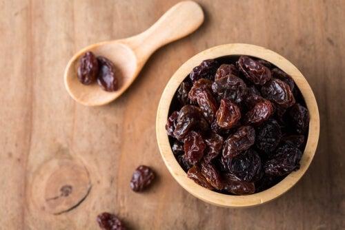 A bowl of raisins.