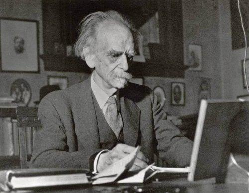 A photo of an elderly Franz Boas.