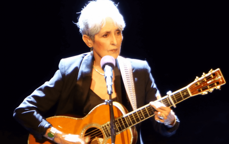 Joan Báez: The Biography of a Singer and Social Activist