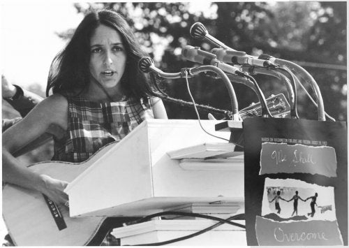 """A young Joan Báez singing """"We Shall Overcome""""."""