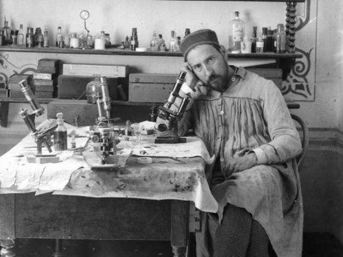 Ramón y Cajal in his lab.