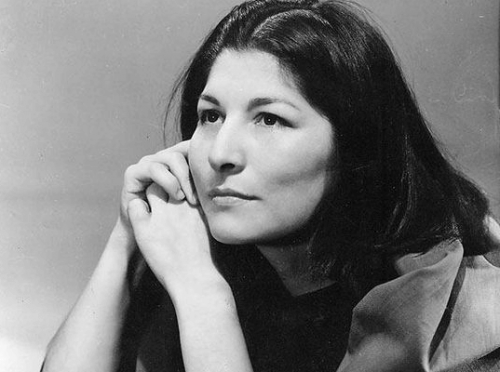 """Mercedes Sosa: Biography of the """"Voice of America"""""""