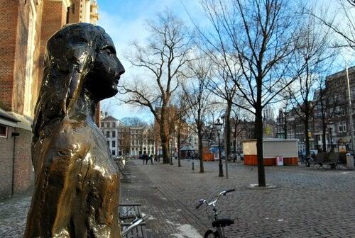 Anne Frank's statue.