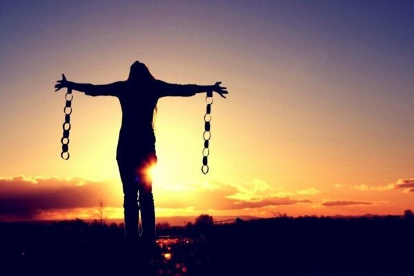 A woman with chains.