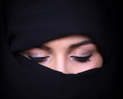 A woman with a niqāb.