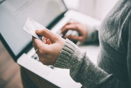 A woman using her credit card online.