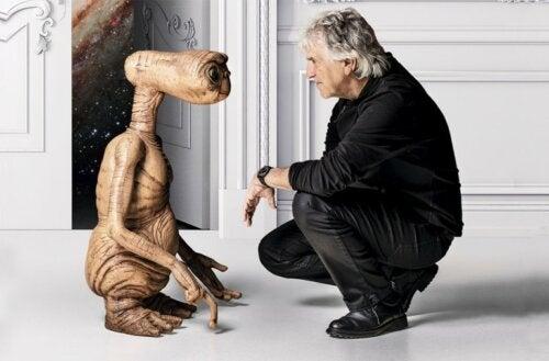 Arsuaga talking to ET.
