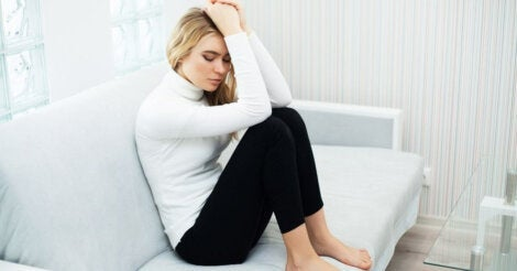 A woman with anxiety on her couch.