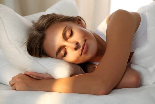 A woman resting after learning about the influence of the environment on a good night's sleep.