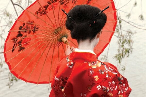 Madama Butterfly with a parasol.