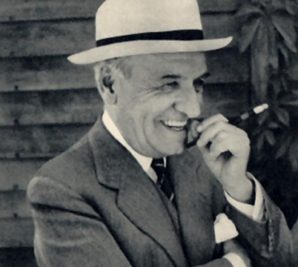 Ortega Gasset smiling.