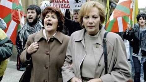 Women at a protest in Patria, the series.