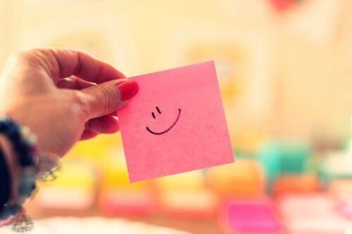 A sticky note with a smiley face on it.