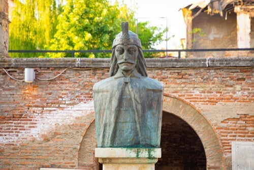A statue of Vlad the Impaler.