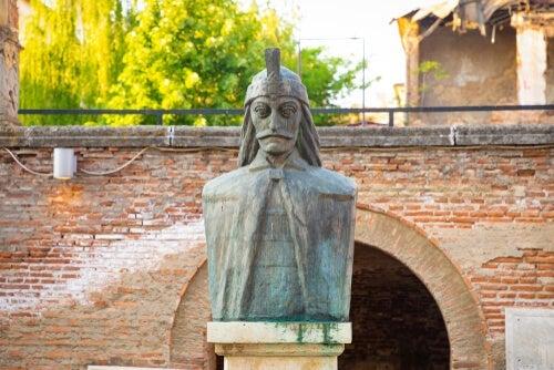 A statue of Vlad the Impaler.