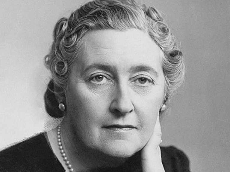 Agatha Christie: Biography of the Lady of Crime