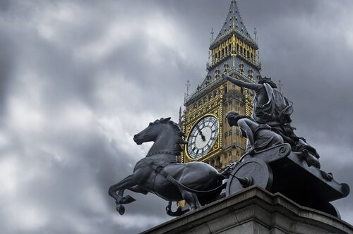 Photo of London and the statue of Boudicca