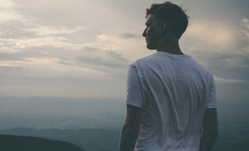 A man looking over the horizon.