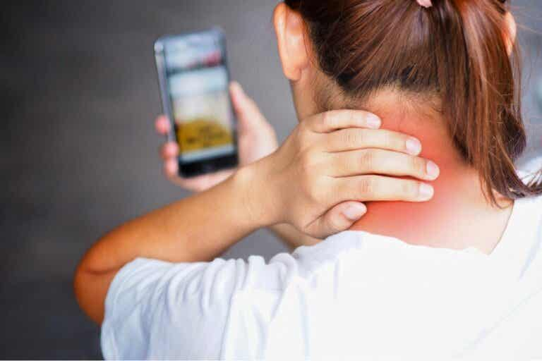 The Causes of Tech-Neck and How to Avoid It
