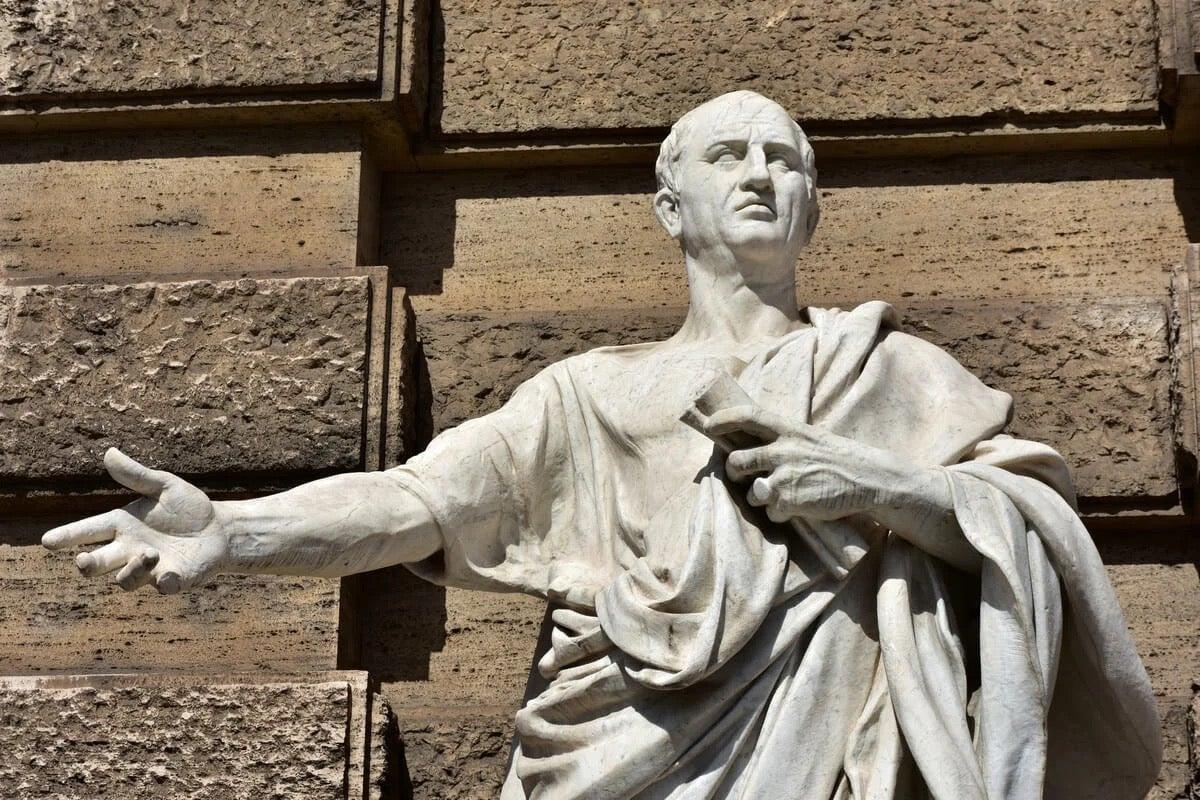 A statue of Marco Tullio Cicero.