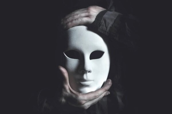 Hands holding a mask.