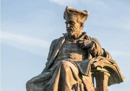 En statue af Rabelais
