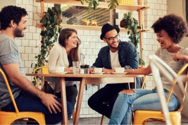 남녀 간의 우정이란 가능한 일인 것일까?: 커피숍에있는 사람들.