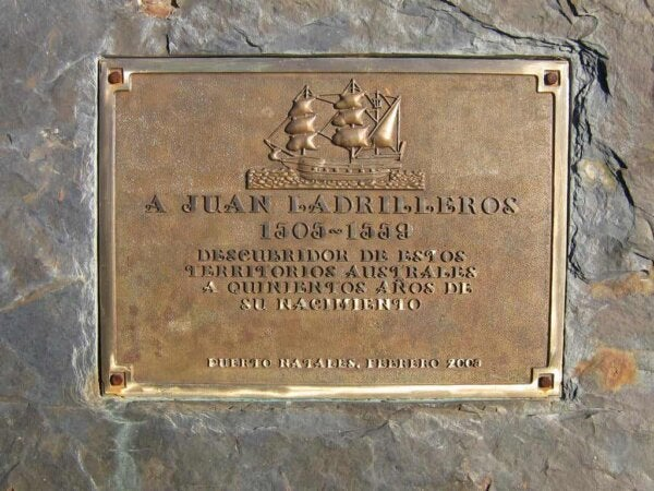 An image of engraved plaque.
