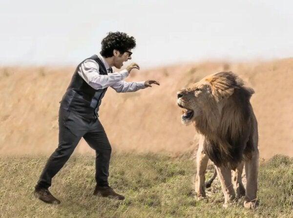Miguel de Lucas ja leijona.
