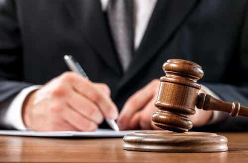 A judge writing.