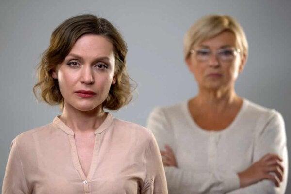 Twee serieuze vrouwen