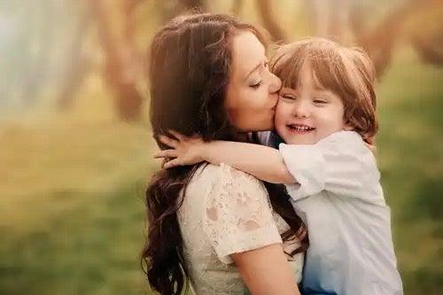 Een kind en zijn moeder