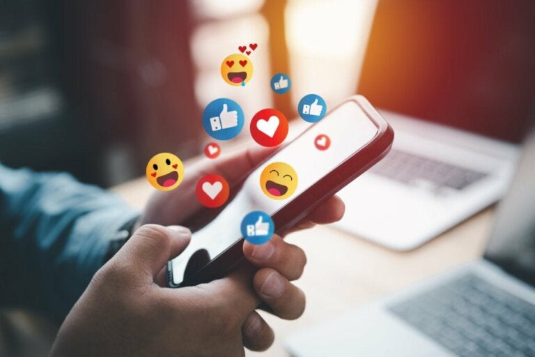 Seven Benefits of Logging Off from Social Media for a While