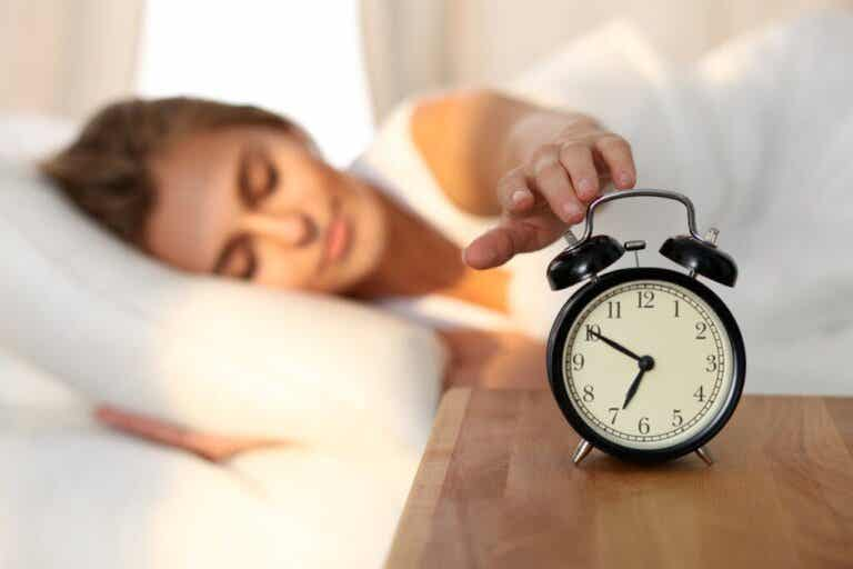 Waking Up an Hour Earlier Can Help Fight Depression